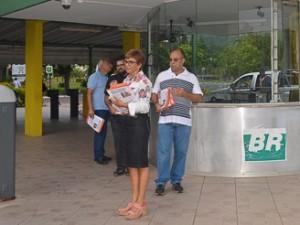 http://www.mariliacampos.com.br/fotos/16022017-panfletagem-jornal-reforma-da-previdencia-portaria-petrobras