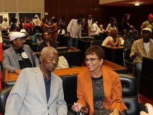 http://www.mariliacampos.com.br/fotos/30112017-mais-fotos-homenagem-aos-sambistas