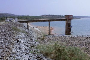 http://www.mariliacampos.com.br/fotos/veja-a-lagoa-antes-seca-e-quase-colapso-do-estoque-de-agua